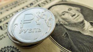 Рубль укрепился к доллару и евро на старте торгов сегодня