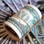 Курс доллара и евро снизились больше чем на два рубля